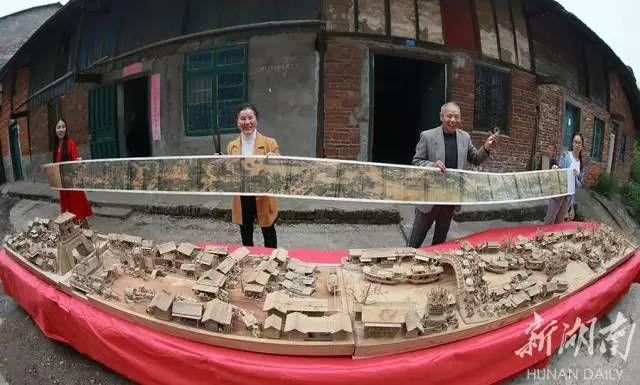 退休工人12年雕成3D《清明上河图》