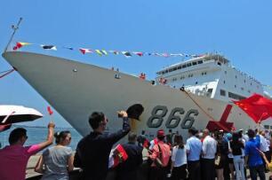 中国海军和平方舟医院船首访安哥拉