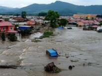 黑龙江:暴雨成灾 群众转移