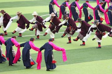 四川道孚:藏区群众欢庆安巴农耕文化旅游节