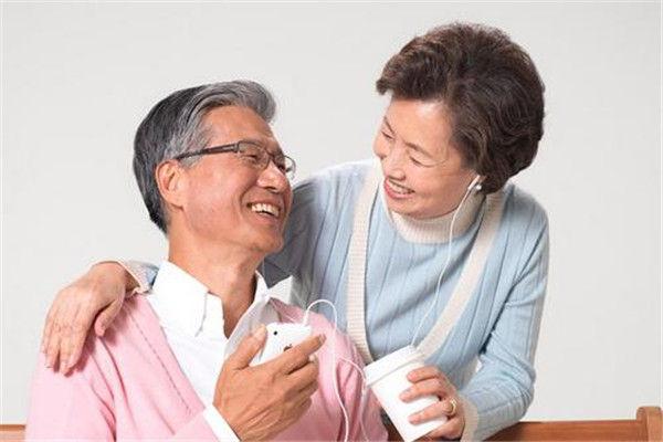 老人学会养生能预防疾病