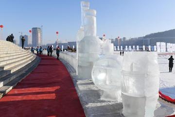 百米世界最长的冰制吧台亮相吉林