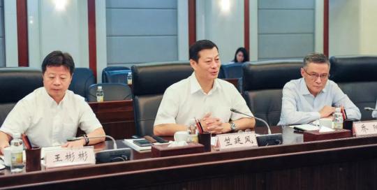 光大集团与东风汽车集团有限公司举行合作会谈