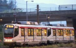 香港屯门一男童疑被撞倒卷入轻铁车底 情况危殆