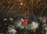 纽约上空燃放焰火庆祝中国春节