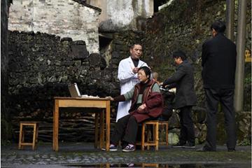 浙江:志愿服务送到山区老村落