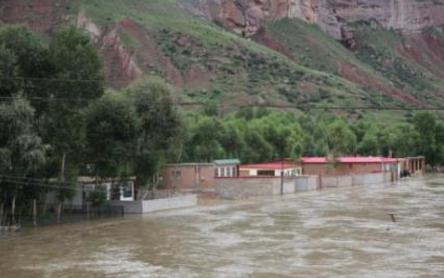暴雨连袭川陕等地数十万人受灾 长江2号洪水正形成