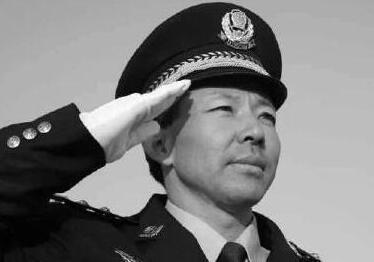 青岛民警被犯罪嫌疑人持刀刺伤仍继续搏斗 壮烈牺牲