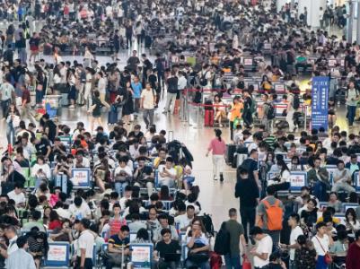 10月6日鐵路迎返程客流高峰 預計發送旅客1518萬人次
