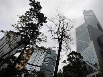 愤怒!香港又有休班警员遇袭 脸上被刀划十字伤口