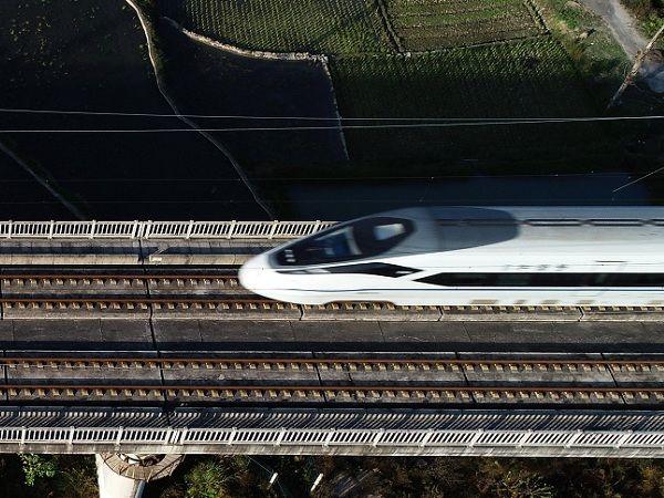 梅汕铁路通车一个半月 累计运客逾36万人次