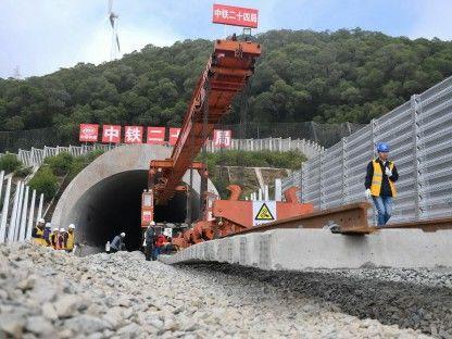 世界最長跨海公鐵大橋開始鋪軌