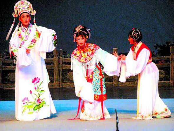 庆祝新中国成立70周年潮剧潮乐晚会在柬举行