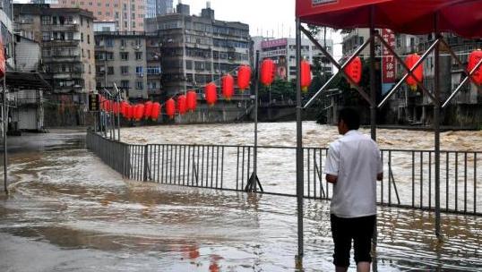 暴雨袭粤 广州市7个区红色暴雨预警生效