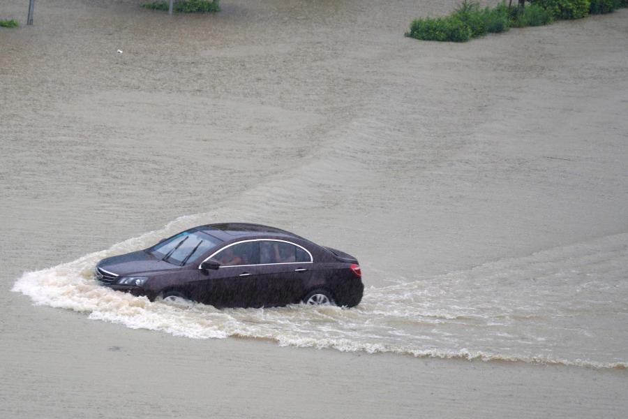 暴雨蓝色预警 八省份部分地区有大到暴雨、局地大暴雨