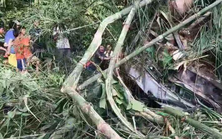 中国旅行团在老挝发生严重车祸 已造成约5人遇难14人失踪