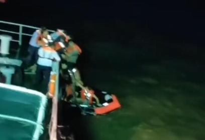 广州珠海一货船遇险沉没 船上11人全部安全获救