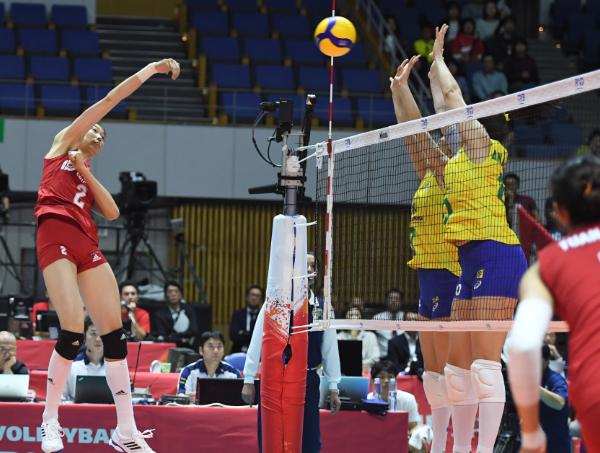 中國女排3:2險勝巴西隊 豪取世界杯6連勝