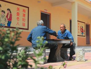 民政部:疫情高风险地区及有感染病例养老机构暂停外来人员进入