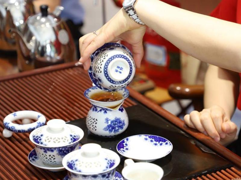 广东英德:科技味飘香助传统红茶再出海