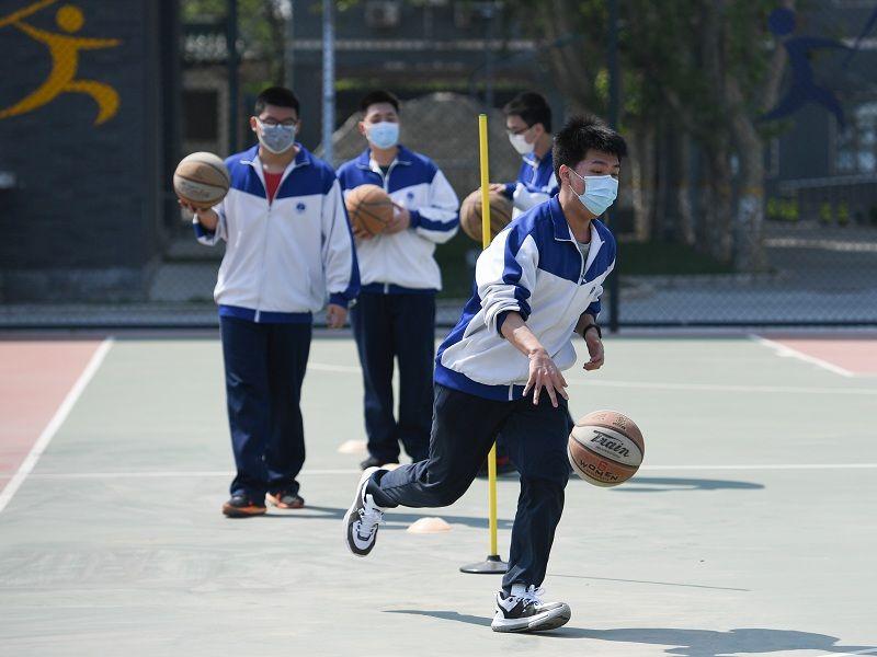 专家提醒学生参加体育活动不可佩戴N95口罩
