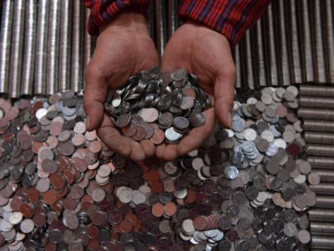 40袋硬币换纸币 银行一周才能清点完