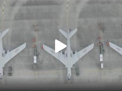 大場面!轟6戰機編隊實彈突擊訓練