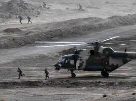 陆军在新疆库尔勒举行军事集训